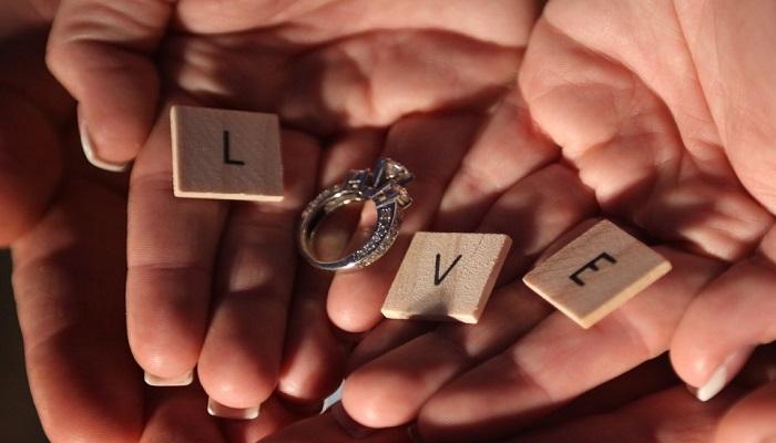 Conoce las curiosidades que se esconden detrás del anillo de compromiso
